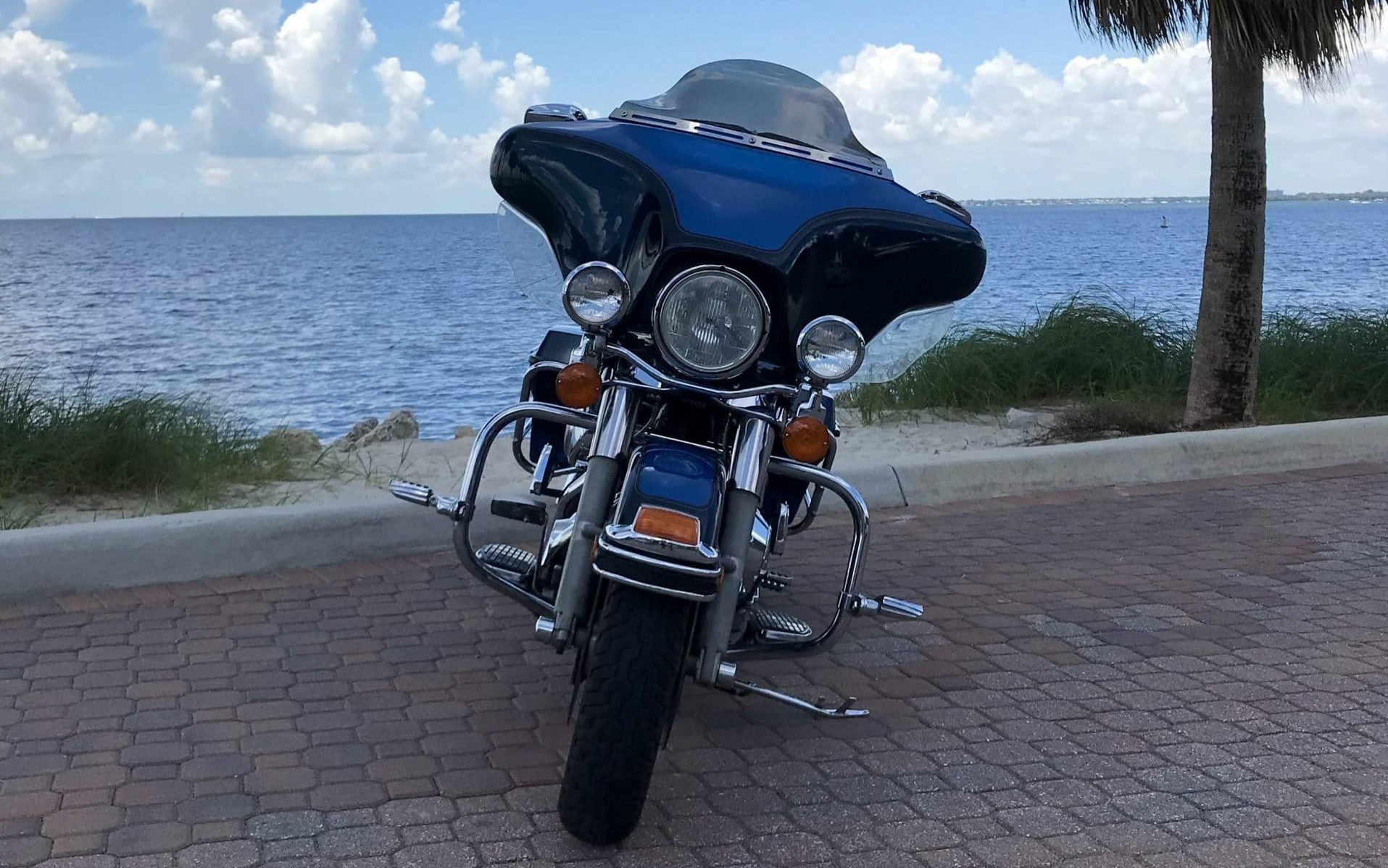 Harley-Davidson FLHTC Electra Glide Classic Front