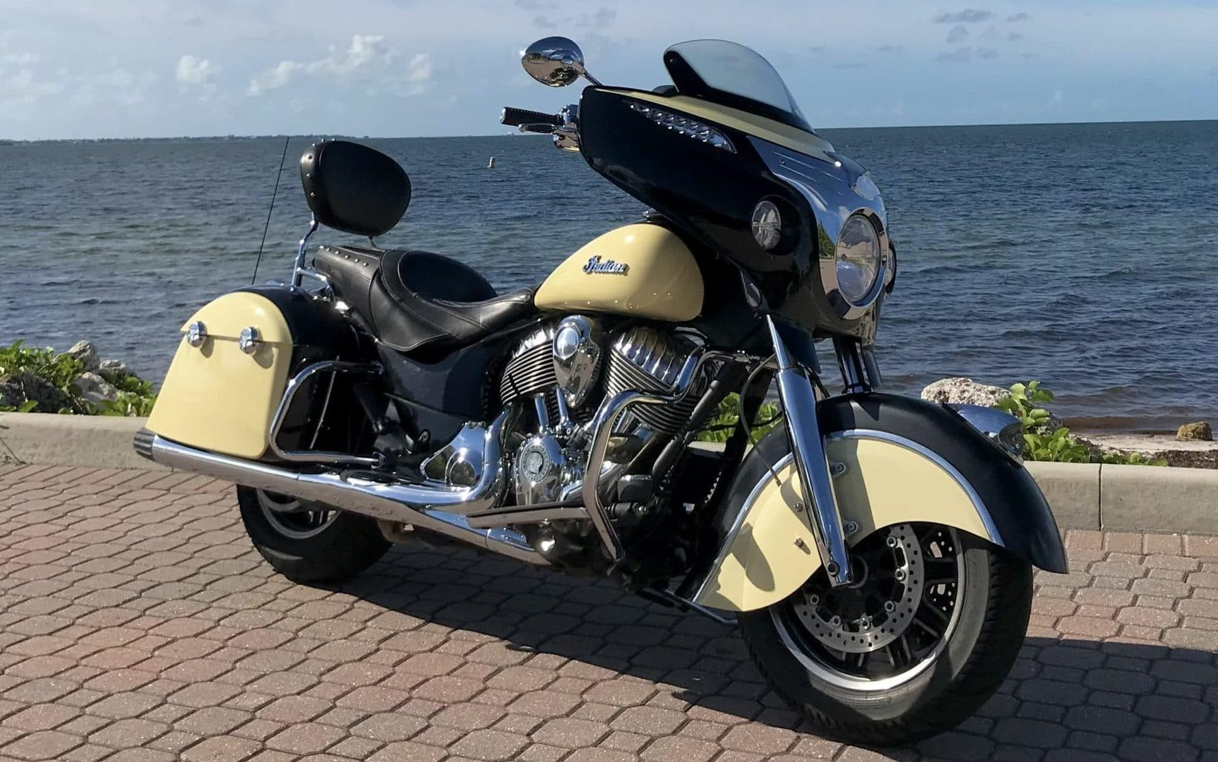 Indian Roadmaster Black Front Right