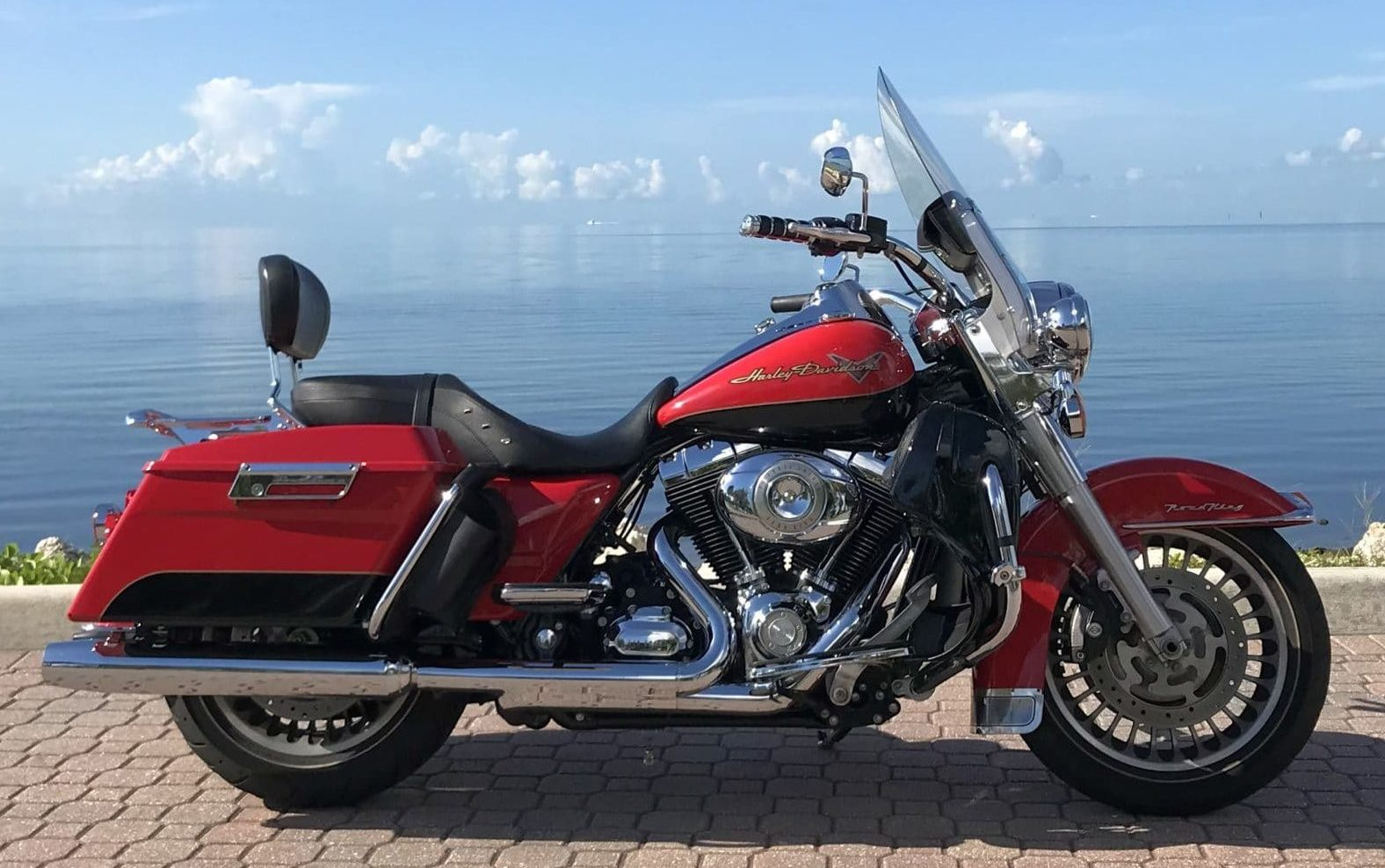 HD Road King '10 Motorcycle Rides In Florida